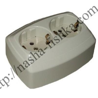 Розетка электрическая двухместная с заземлением